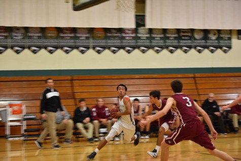 Varsity boys basketball loses by one point to Sacred Heart Preparatory