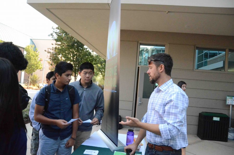 Students spoke to representatives from organizations that provide service opportunities for high school students. The Service Fair took place on Sept. 29 in Nichols.