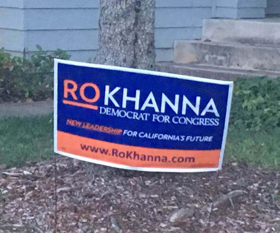 Signs+supporting+candidate+for+Californias+17th+congressional+district+Ro+Khanna+were+put+up+in+San+Jose.+Khanna+won+against+incumbent+Mike+Honda+and+replaced+Hondas+seat+in+the+House+of+Representatives.