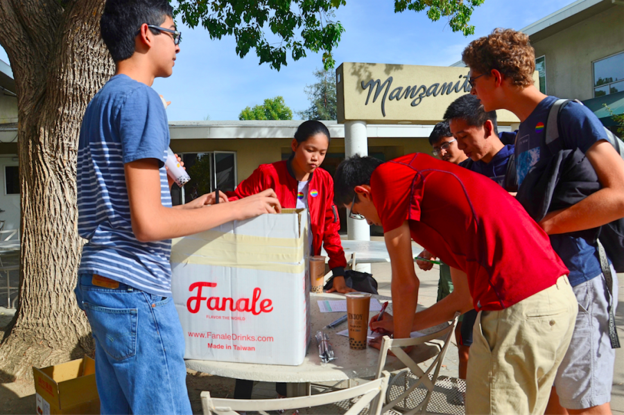 Chinese Culture Club members Logan Bhamidipaty (11), Alycia Cary (11) and Helen Yang (11) sell boba from Teaspoon at a table outside of Manzanita. Students could either pay in cash or have the 6 dollar purchase charged to their student account.
