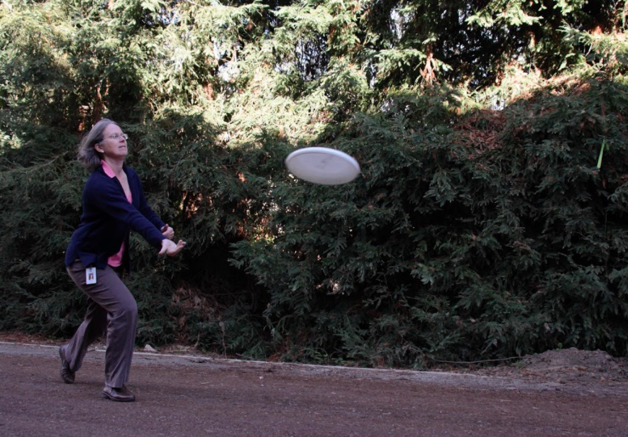 Allersma+demonstrates+her+frisbee+skills.+Allersma+has+played+both+competitively+and+recreationally.