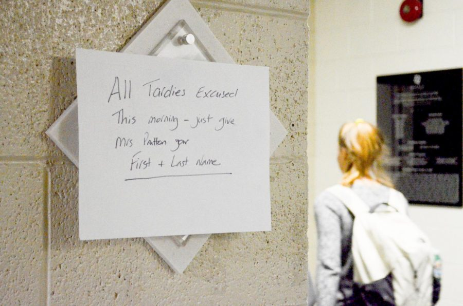 A+sign+in+Main+hall+informing+students+of+the+excused+tardy+policy+for+today.