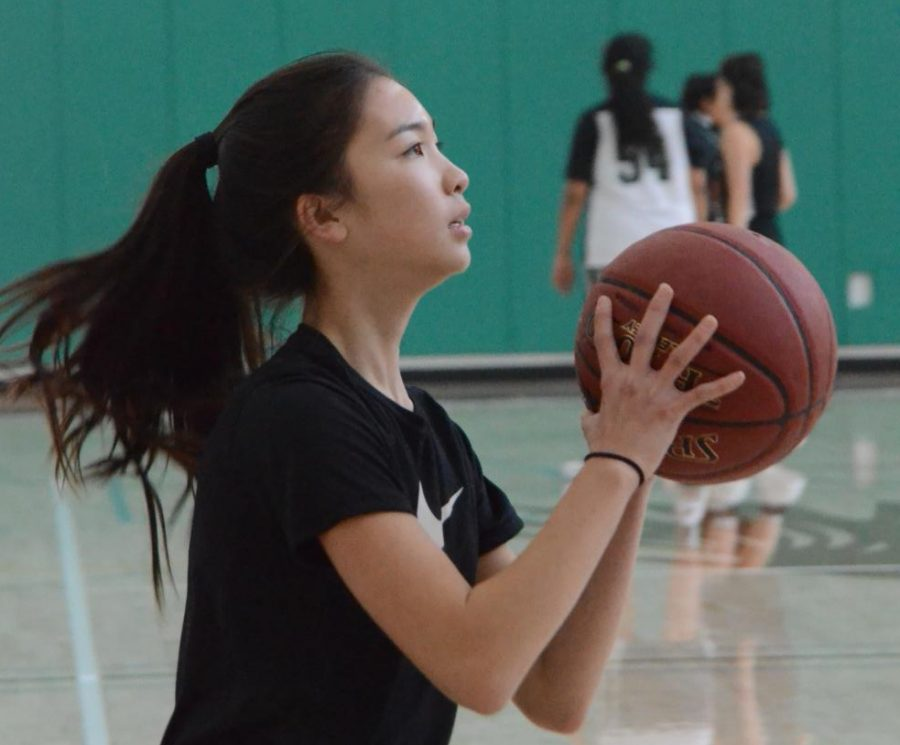 Cindy+Su+prepares+to+shoot+during+a+varsity+girls+basketball+practice.+Girls+basketball+plays+in+the+Santa+Clara+tournament+on+Dec.+7+and+Dec.+8.+