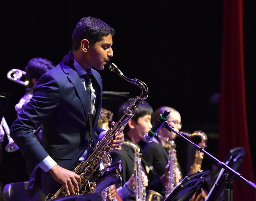 Rohan+Kannan+%2810%29+performs+a+saxophone+solo+with+Lab+Band.+Many+Lab+Band+members+had+solos+during+one+of+their+pieces+at+the+Winter+Concert+Friday.
