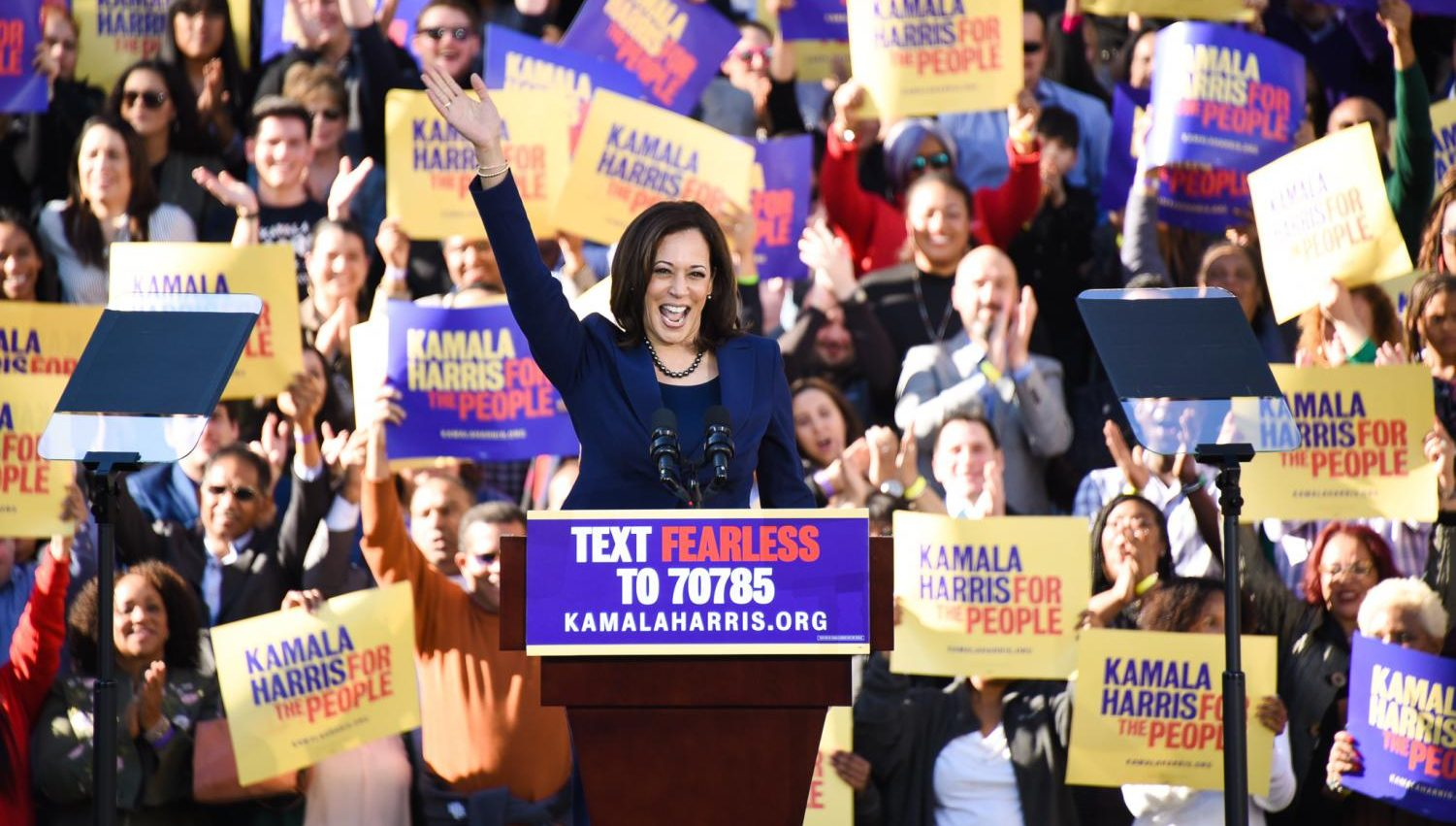 Senator Kamala Harris waves to a crowd in her hometown, Oakland, to officially announce her 2020 presidential bid.