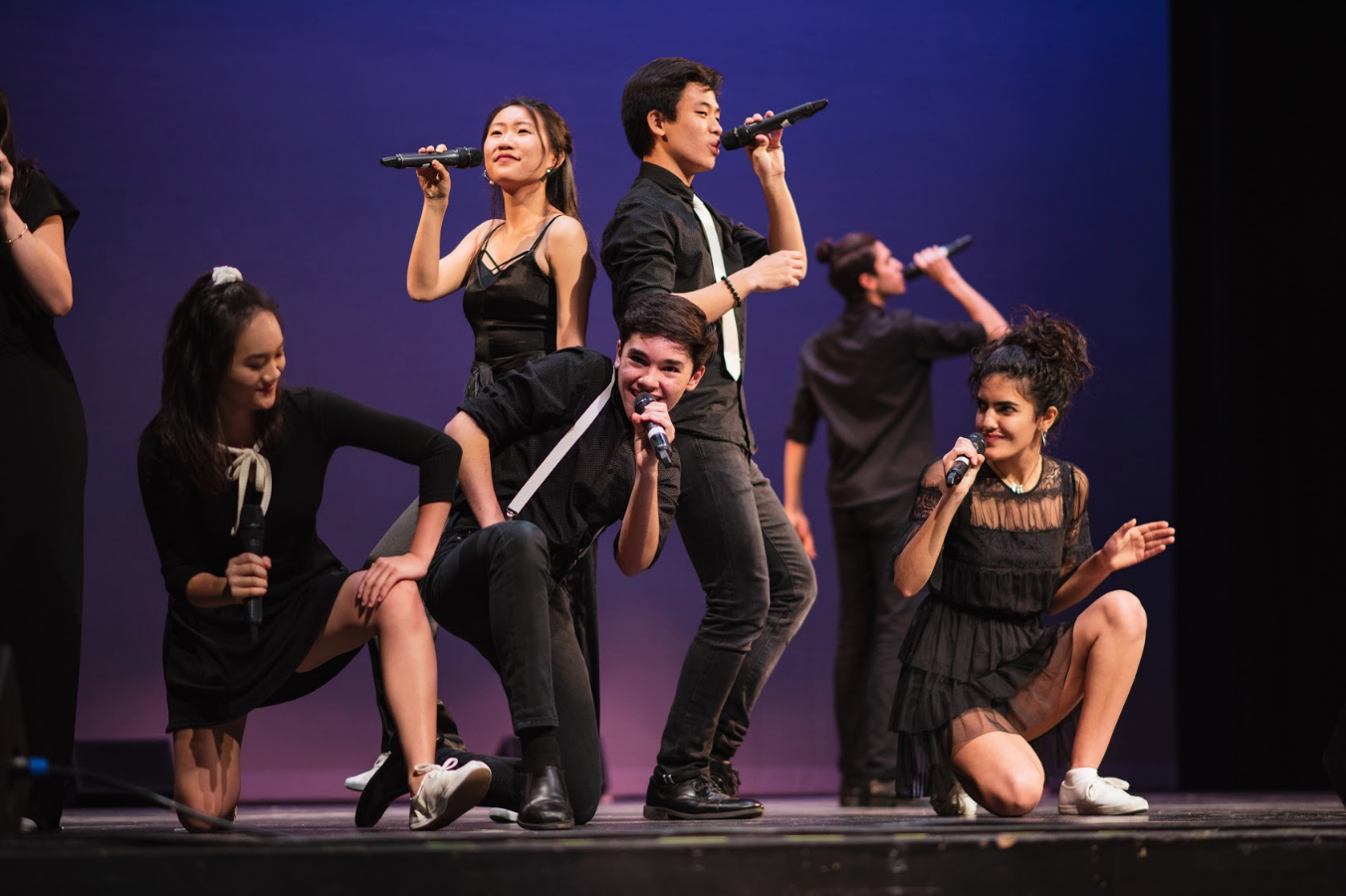 Juniors Katelyn Chen, Joel Morel, Max Lee and seniors Kelsey Wu and Aryana Far strike poses in their a cappella performance. Downbeat members started a cappella training as early as a year ago.