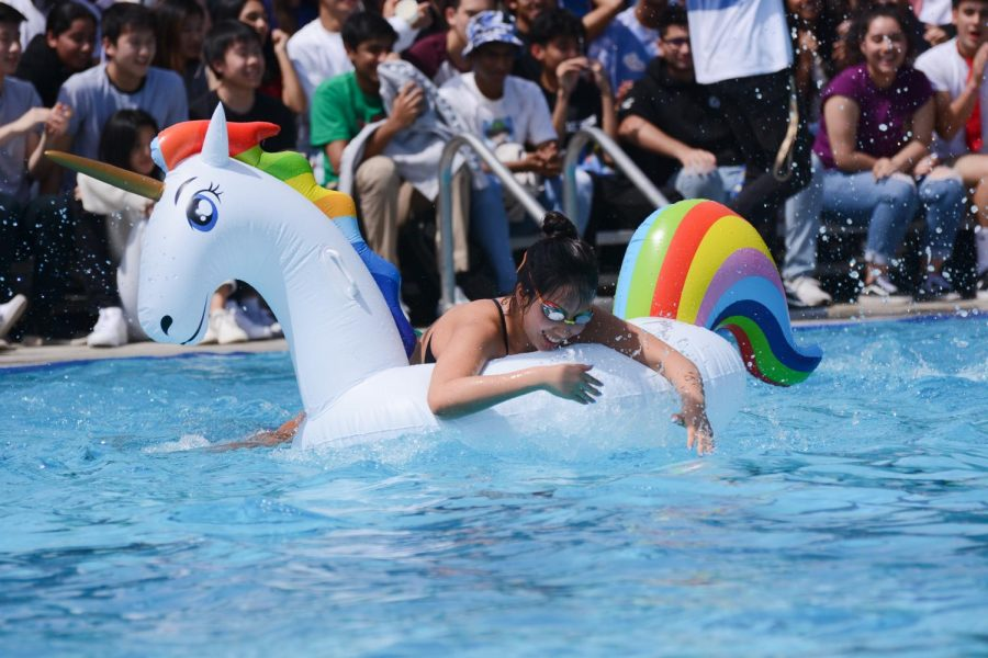 Katie+Li+%2810%29+pulls+herself+up+onto+the+inflatable+unicorn+float+during+today%27s+regatta+race.+Katie%27s+class%2C+the+sophomores%2C+won+the+race%2C+followed+by+the+freshmen+in+second+and+the+seniors+and+juniors+in+third.