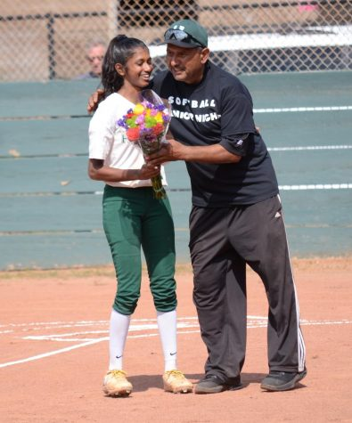 Softball holds senior night, defeats Notre Dame