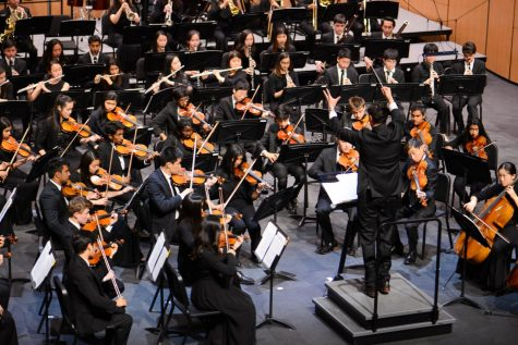 Upper school orchestra celebrates seniors in annual spring concert