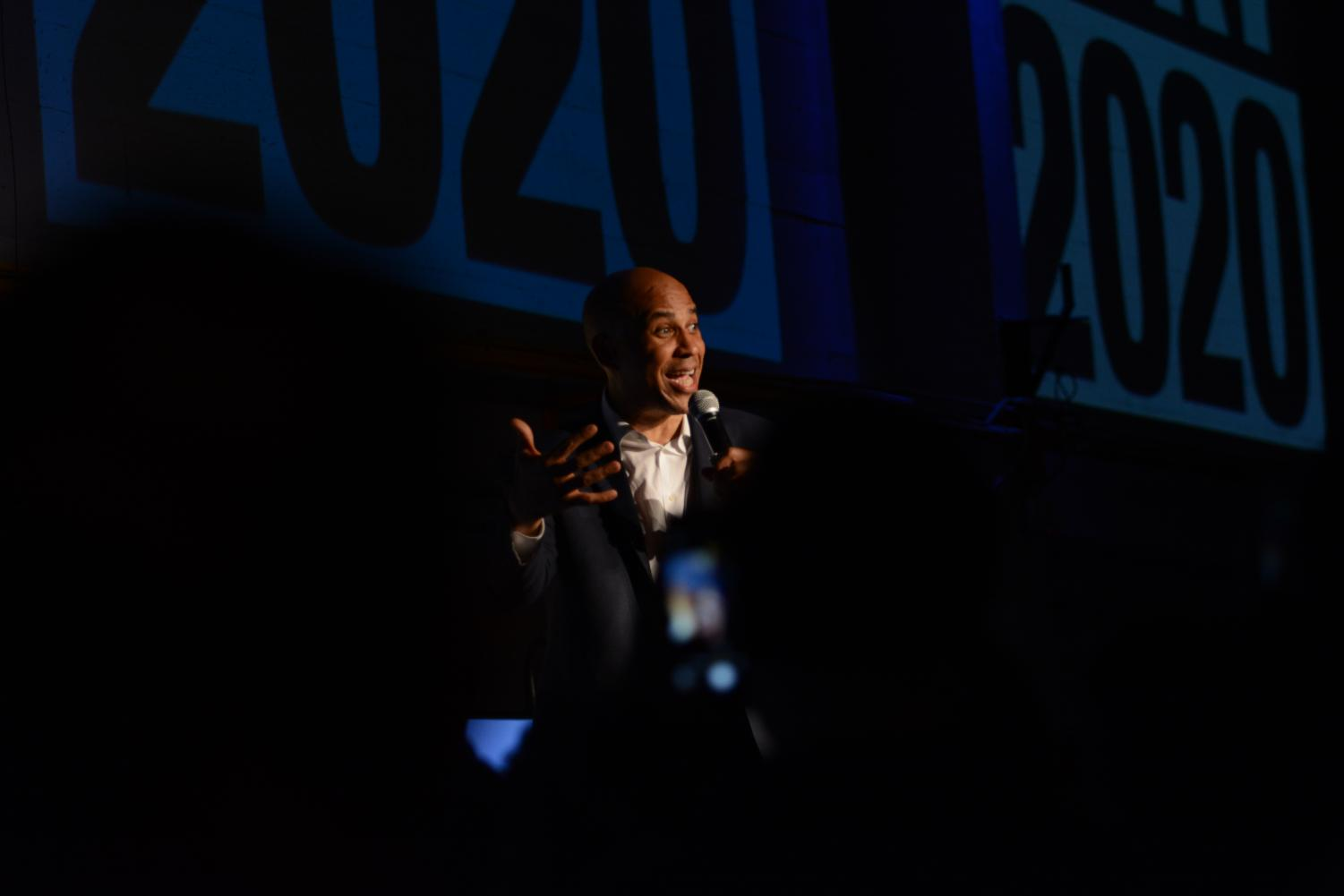 Democratic+presidential+candidate+and+New+Jersey+junior+senator+Cory+Booker+speaks+to+a+crowd+at+the+Folsom+Street+Foundry.+In+his+speech%2C+Booker+encouraged+the+audience+to+become+involved+in+solving+the+issues+at+hand%2C+including+gun+control+and+underpaid+workers.