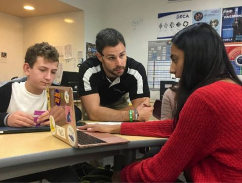 Business and Entrepreneurship teacher Juston Glass assists two freshmen in his class. The fall DECA conference presents an opportunity for freshmen to compete through roleplay interviews and practice for the upcoming SVCDC conference in January.