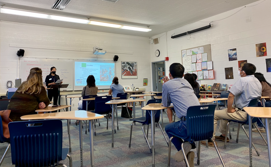 Intro to Journalism teacher Whitney Huang speaks to parents during sixth period in Main 5. Back to School Day was held on Saturday to give faculty the opportunity to introduce parents to their childrens classes this school year.