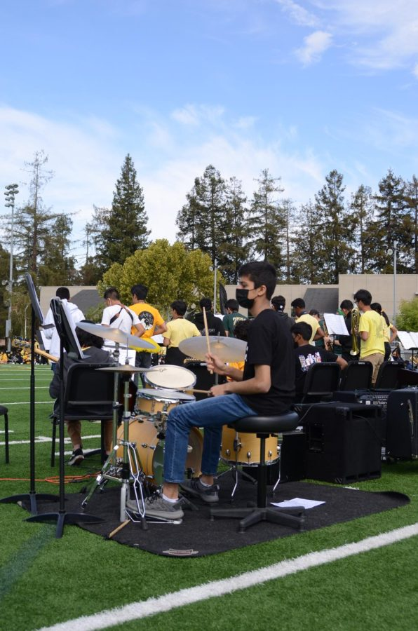 Varun Fuloria (10), who is a part of Jazz Band, plays the drums. Both Jazz Band and Lab Band played during the rally.