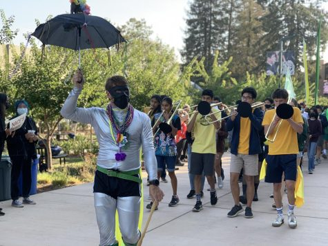 HSLT adviser and upper school chemistry teacher Andrew Irvine, followed by members of Lab Band, leads the annual Spirit Week parade.
